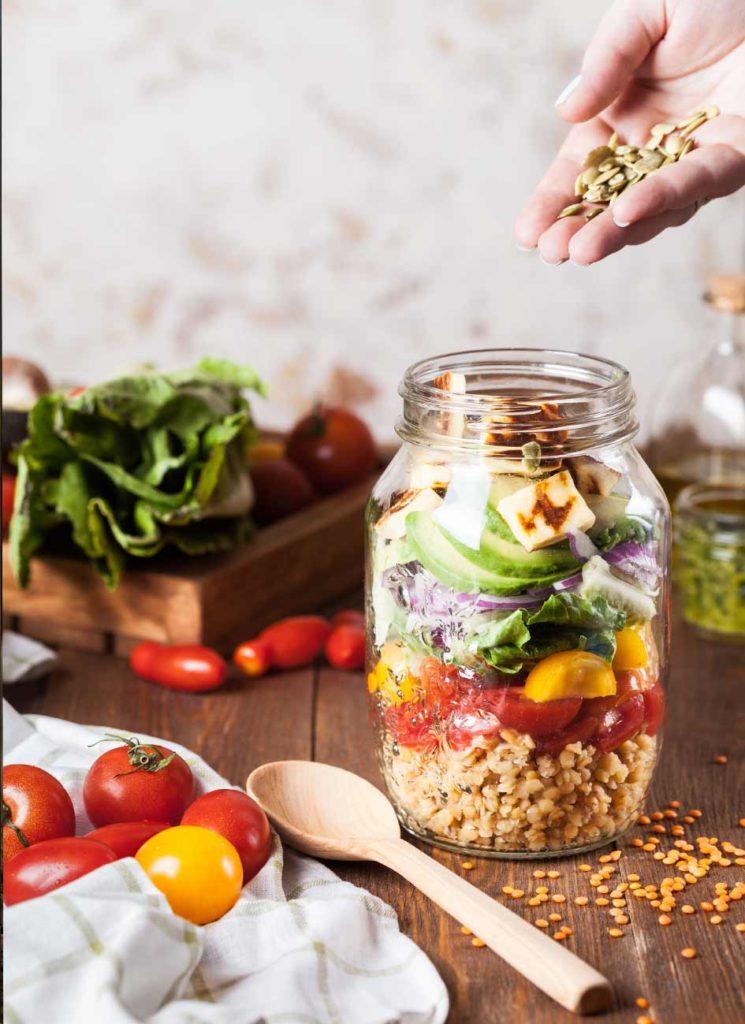 veganes-mittagessen-was-ist-drin-745x1024
