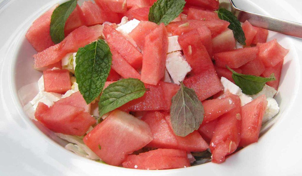 vegan-leben-und-abnehmen-wassermelonensalat-1024x598