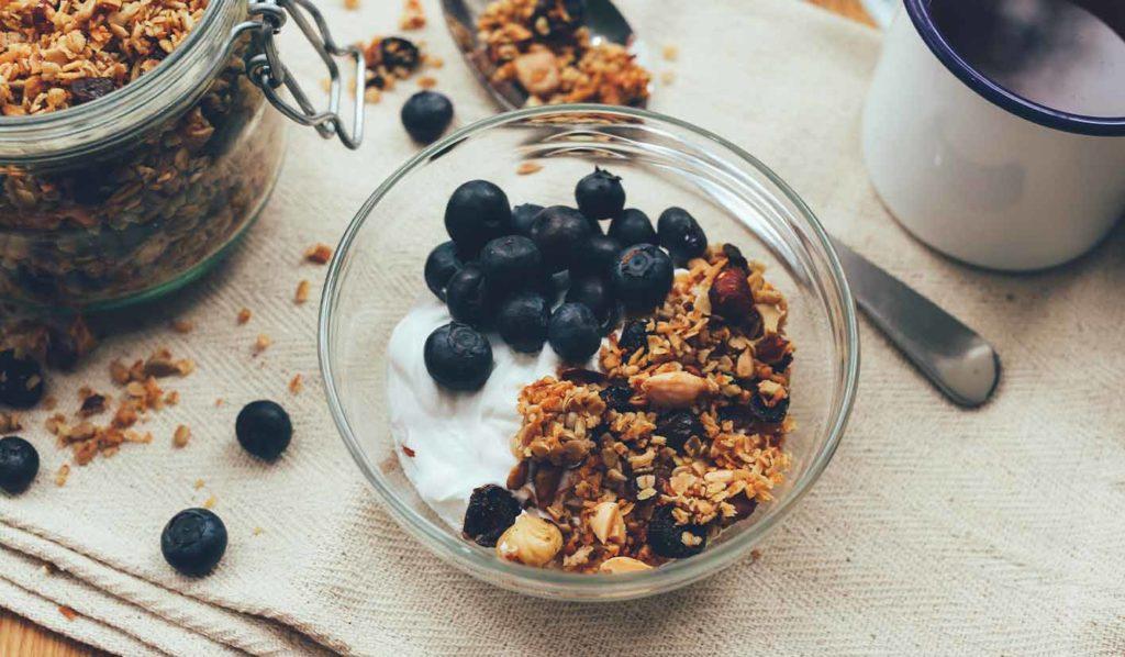 vegan-abnehmen-gesund-granola-1024x598