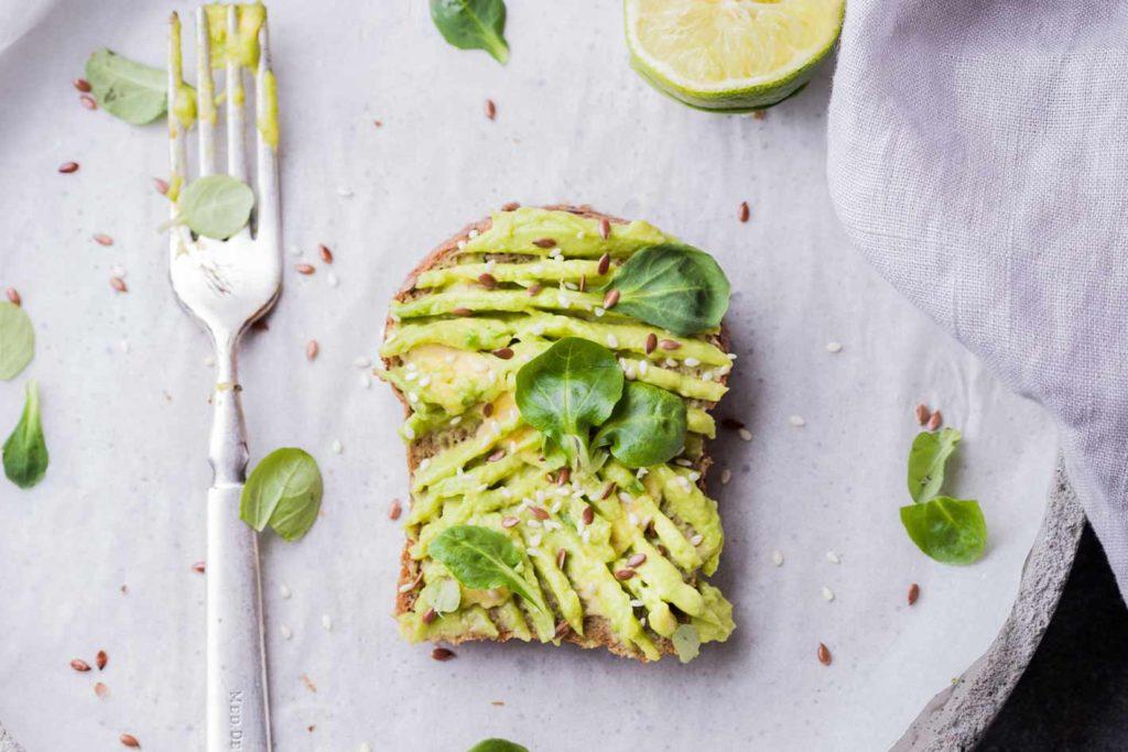 veganes-frühstück-avocadotoast-1024x683