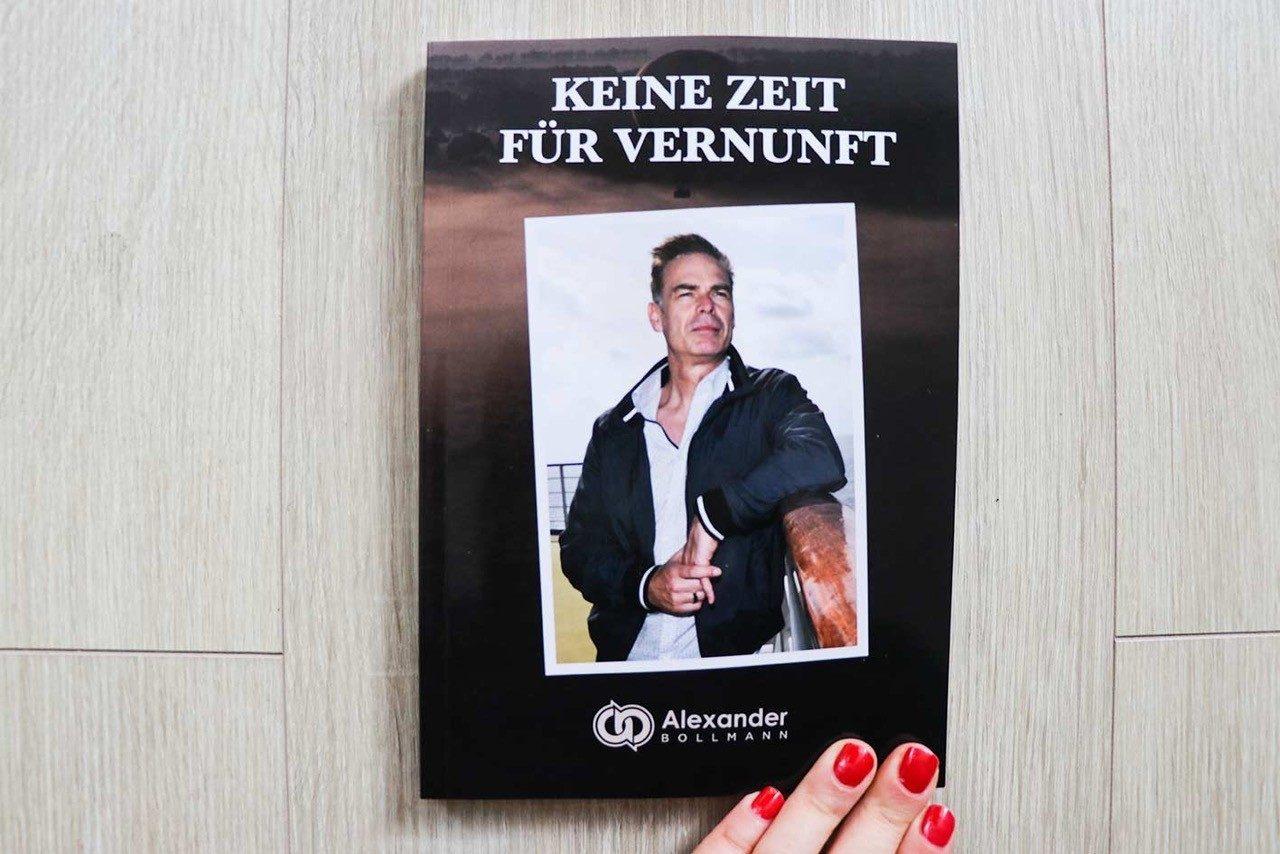"""Das Buchcover """"Keine Zeit für Vernunft"""" von Alexander Bollmann."""