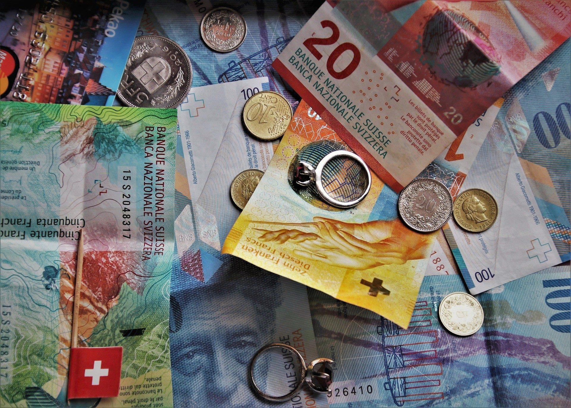 swiss-francs-4314471_1920