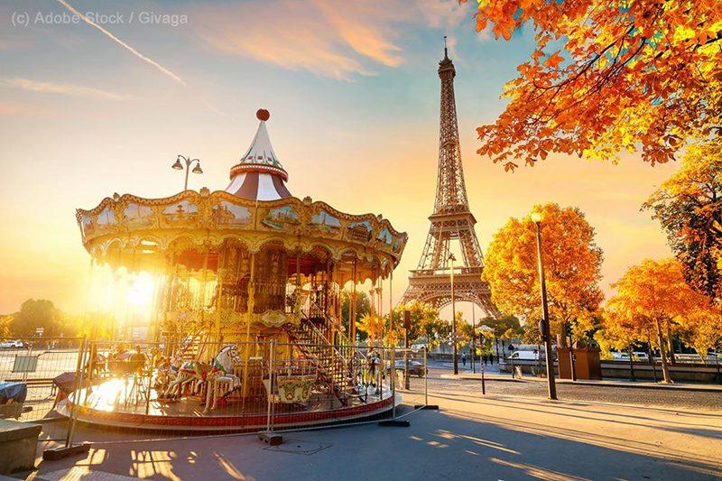 Bild: Eiffelturm und ein Karussell am Abend